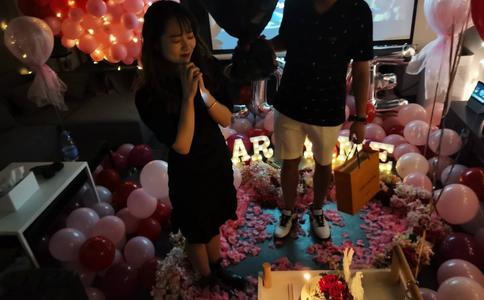盐城大铜马经典的求婚短片 浪漫气氛围绕其中