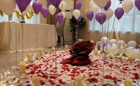 宜昌董先生在酒店向女友浪漫求婚 众多亲友集体送上最美的祝福