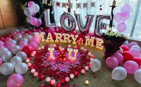 南昌方程先生兴庆公园求婚成功 旅行得来不易的爱情