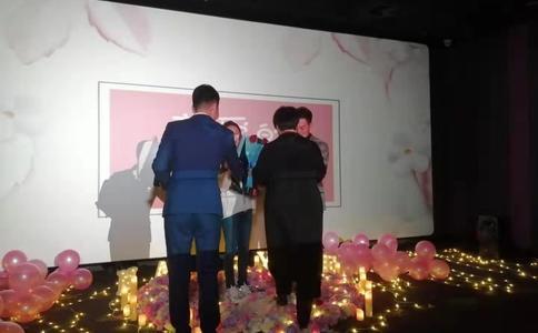 武汉浪漫求婚视频献给最心爱的那个人 愿我一早起来第一眼看到的