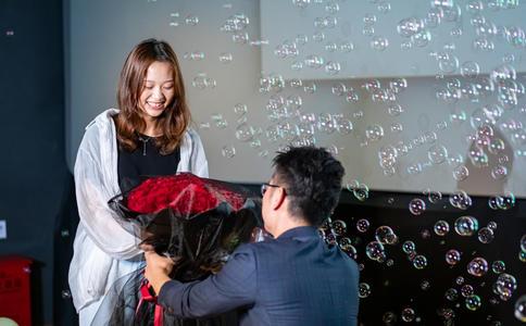 朋友求婚送什么禮物好?適合朋友求婚時贈送的禮物?