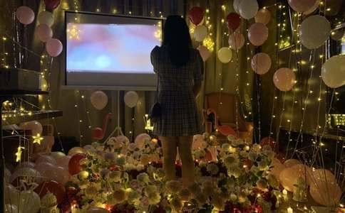 """长沙上演""""埃菲尔铁塔""""浪漫求婚:因为有你 沉默都是风景"""
