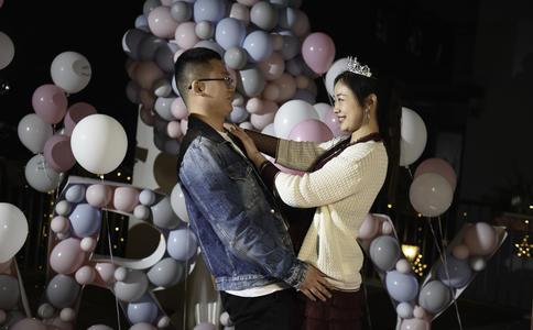贵阳摩登107商场求婚 浪漫飞机送戒指