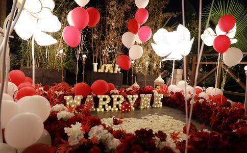 情深意浓感人肺腑的求婚策划 让你变成浪漫的人