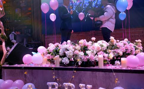 超壮观超浪漫昆明求婚视频:生日惊喜变求婚惊喜 女生含泪答应