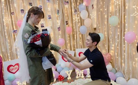 丽江小巴黎酒吧时尚求婚方式 动感旋律表达你的爱